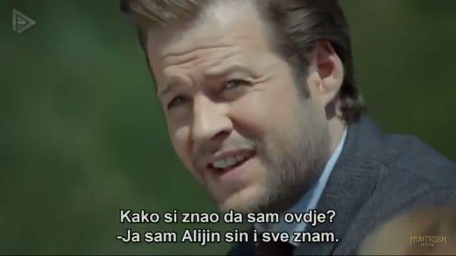 Bakir Izetbegović kako je prikazan u seriji. Vidimo i elemente humora.